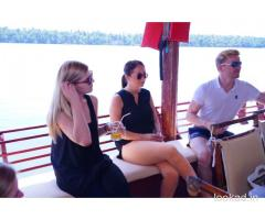 Booking houseboat packages in kerala