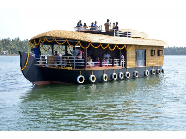 Boat House Kerala also called Houseboat Kerala @ Best Price