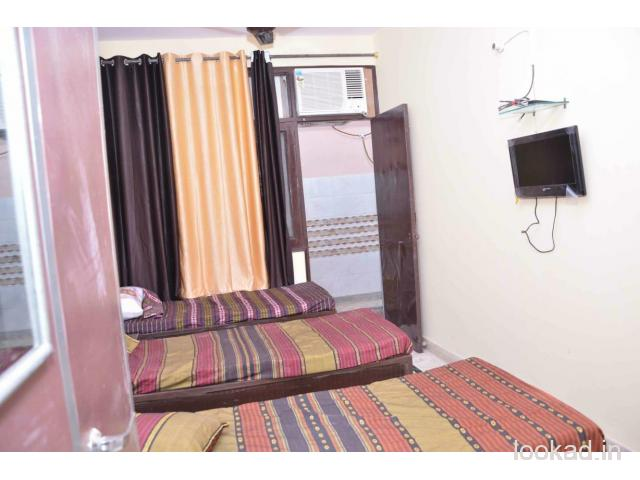 Girls Paying guest available on TRIPLE sharing basis in Govindpuri.